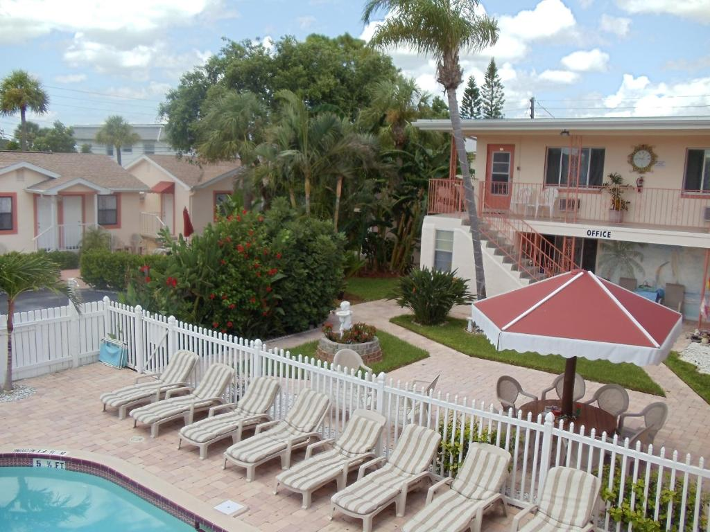 Carlton House Motel And Suites St Pete