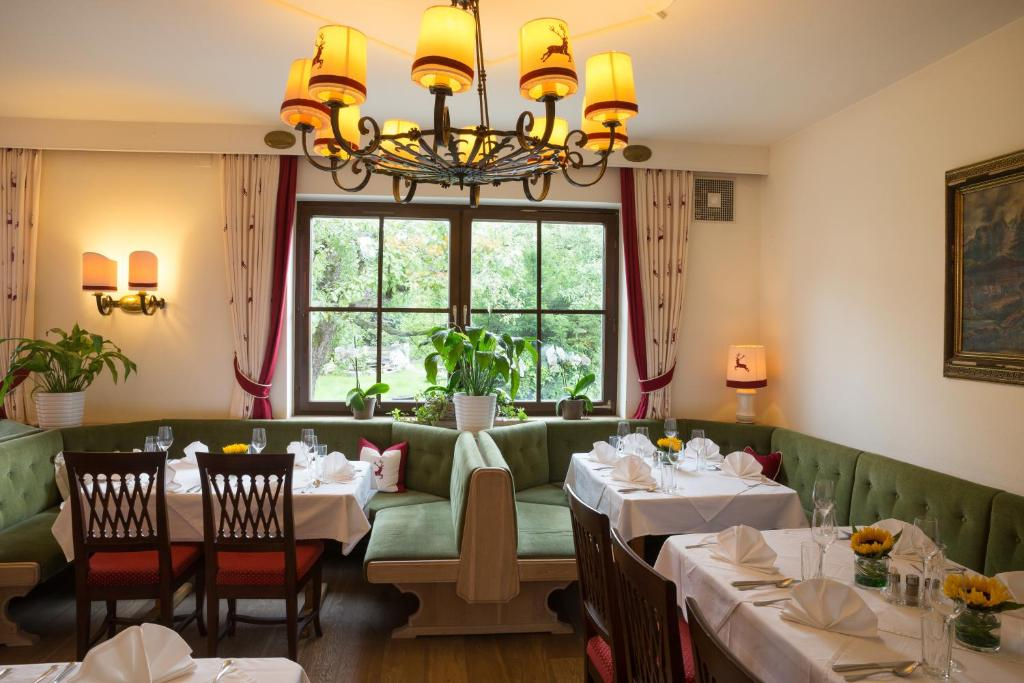 A restaurant or other place to eat at Landgasthof Rechenwirt