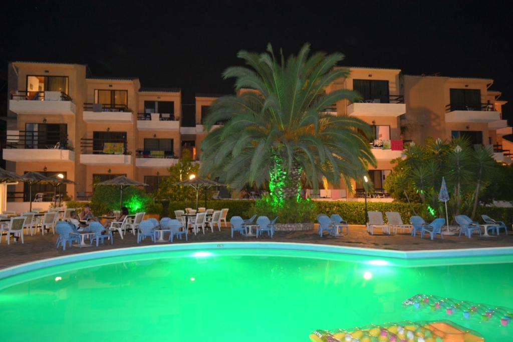 Bazén v ubytování Le Mirage Hotel nebo v jeho okolí