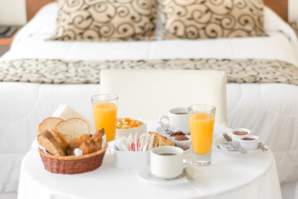 Breakfast options available to guests at Palm Beach Plaza Hotel