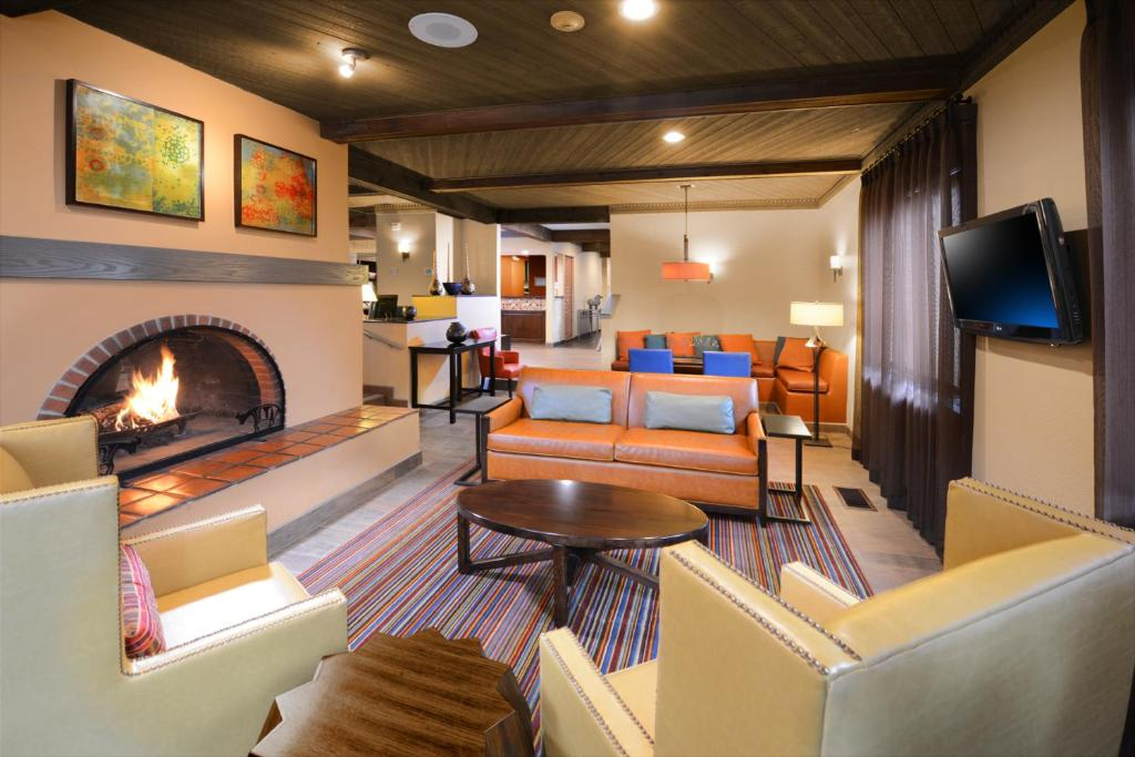 A seating area at Residence Inn Santa Fe