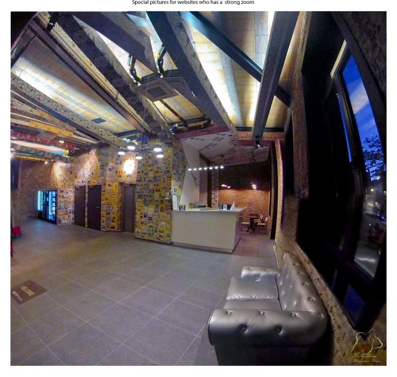 De lobby of receptie bij Nekotel Concept Art Hotel