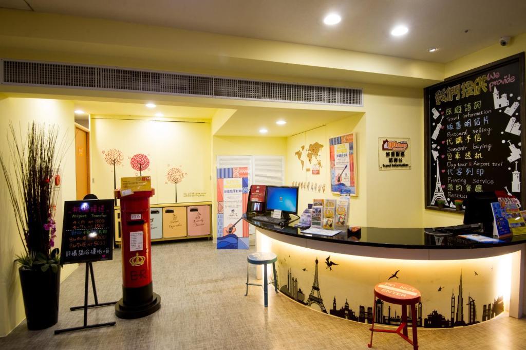 ล็อบบี้หรือแผนกต้อนรับของ Ximen Holiday Fun Hotel