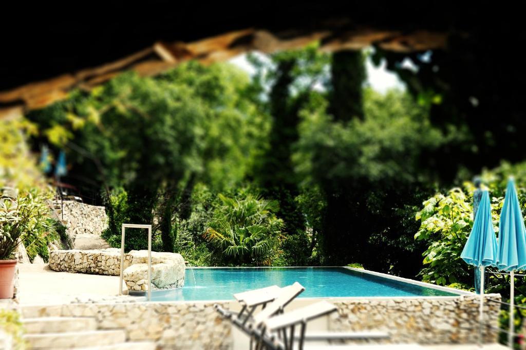 Бассейн в Villa Verdi Apartments или поблизости