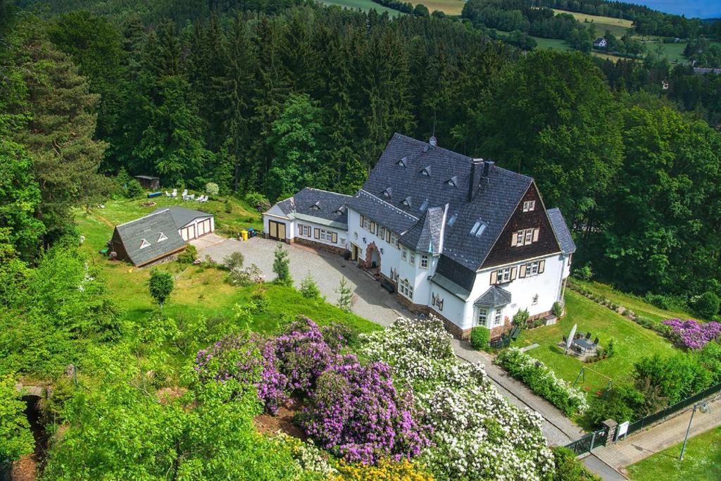 Blick auf Ferienwohnungen im Landhaus Wiesenbad aus der Vogelperspektive