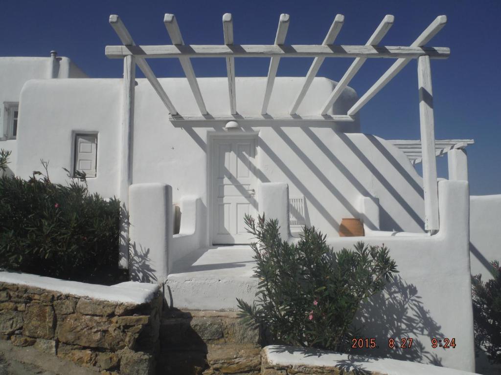 Elia Houses
