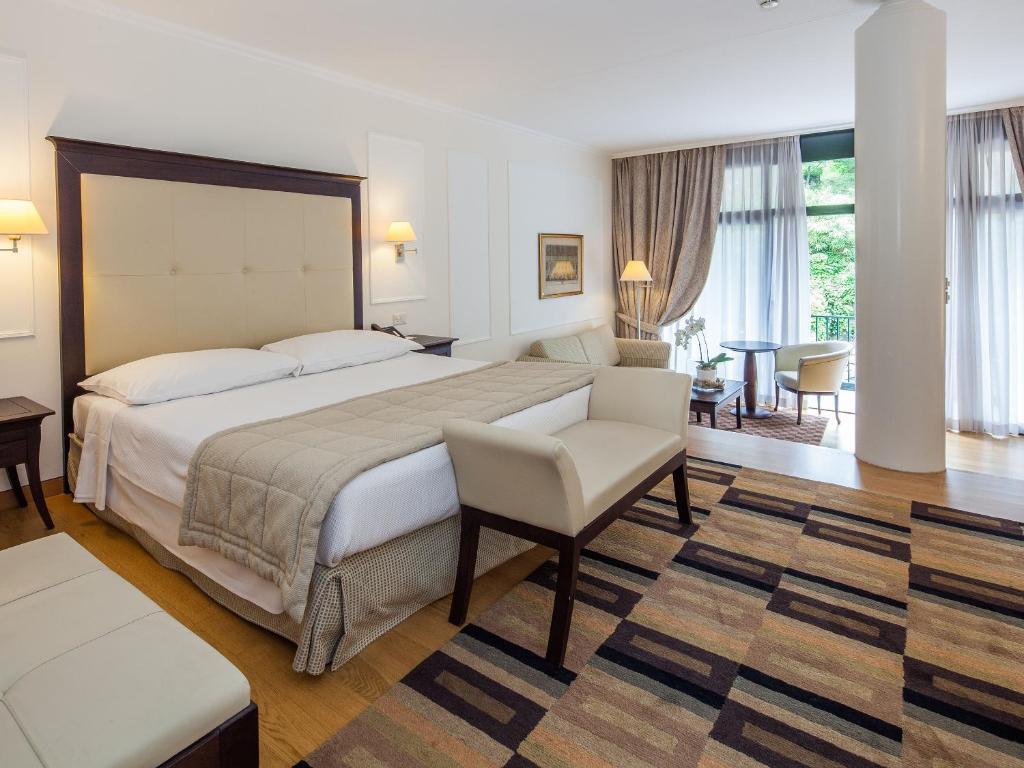 سرير أو أسرّة في غرفة في فندق بارك برينسيبي