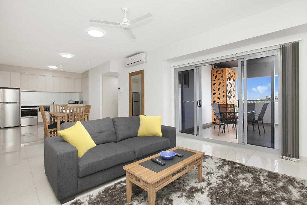 A seating area at Ramada Suites by Wyndham Zen Quarter Darwin