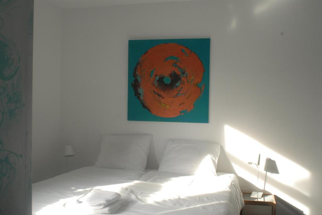 A bed or beds in a room at Het blauwe huis