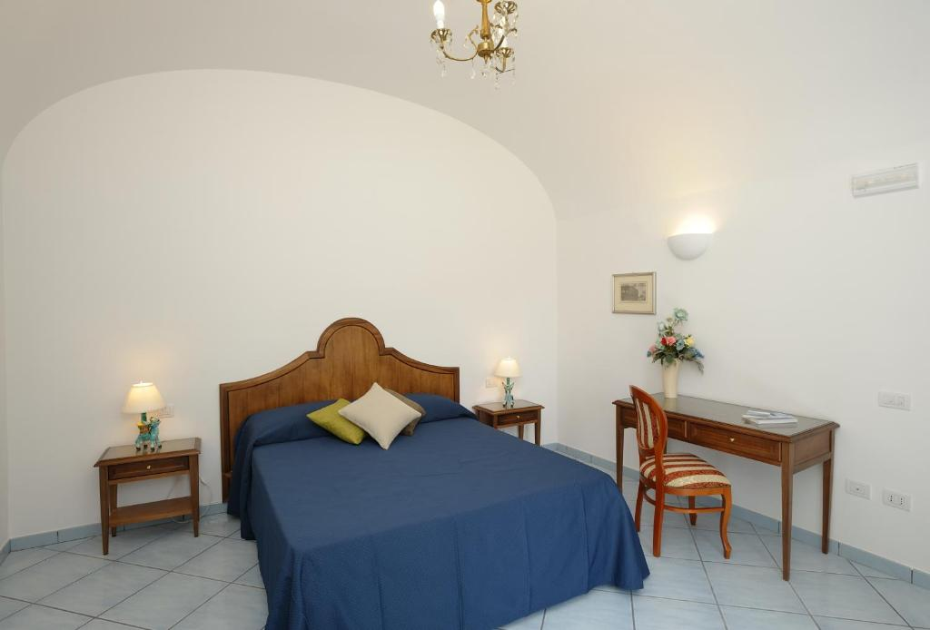 A bed or beds in a room at Il Ducato Di Ravello