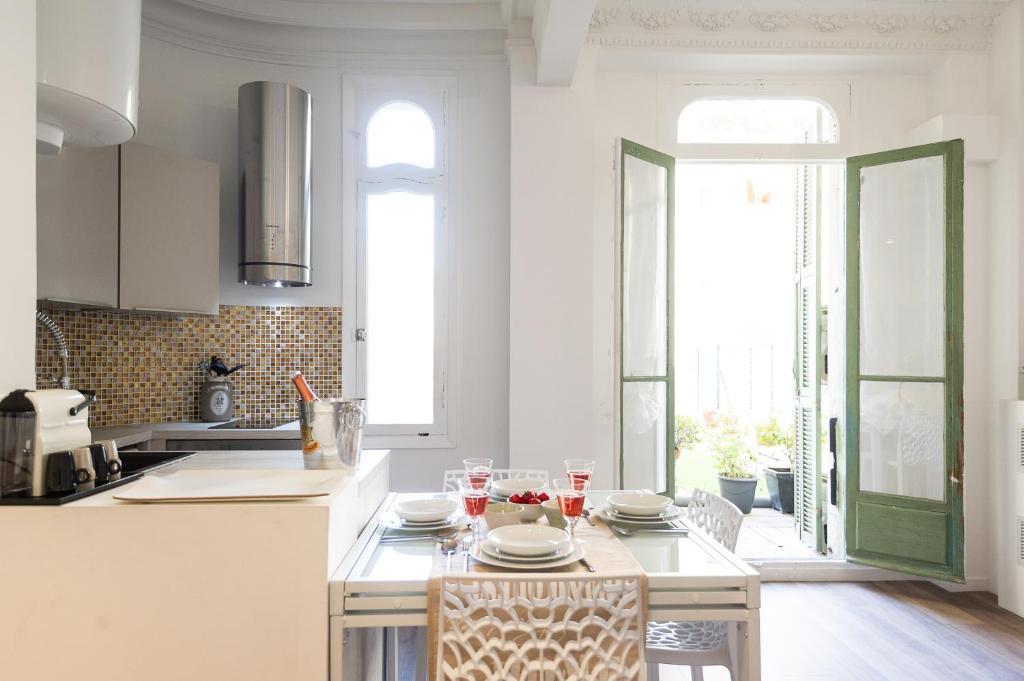 A kitchen or kitchenette at Appartements Massena