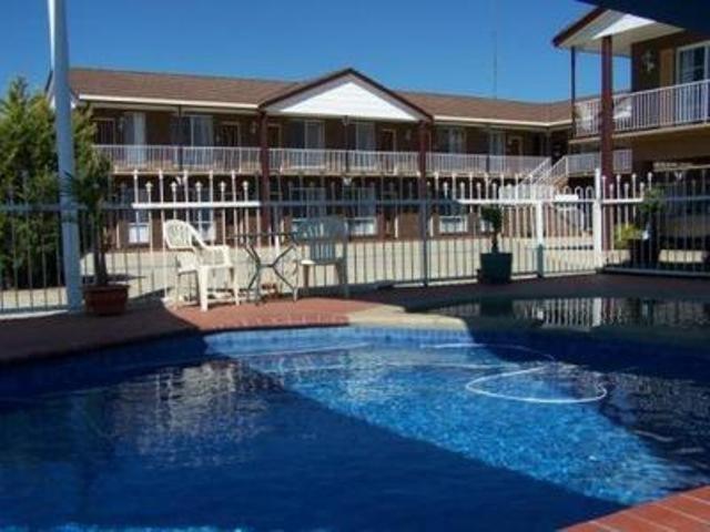 The swimming pool at or near Albury Classic Motor Inn