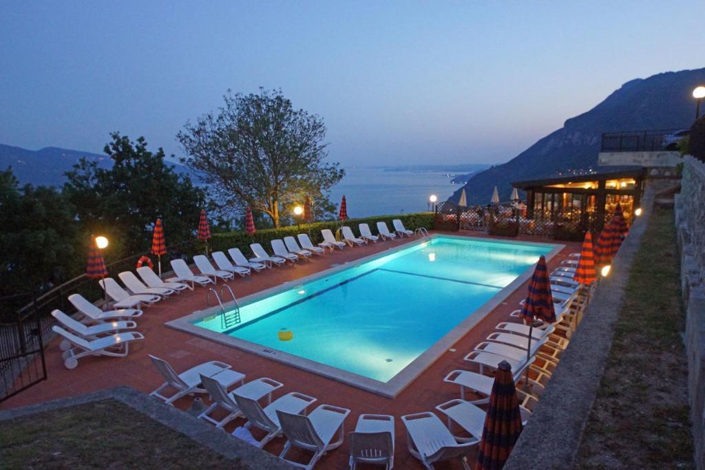 Basen w obiekcie Hotel Residence La Rotonda lub w pobliżu