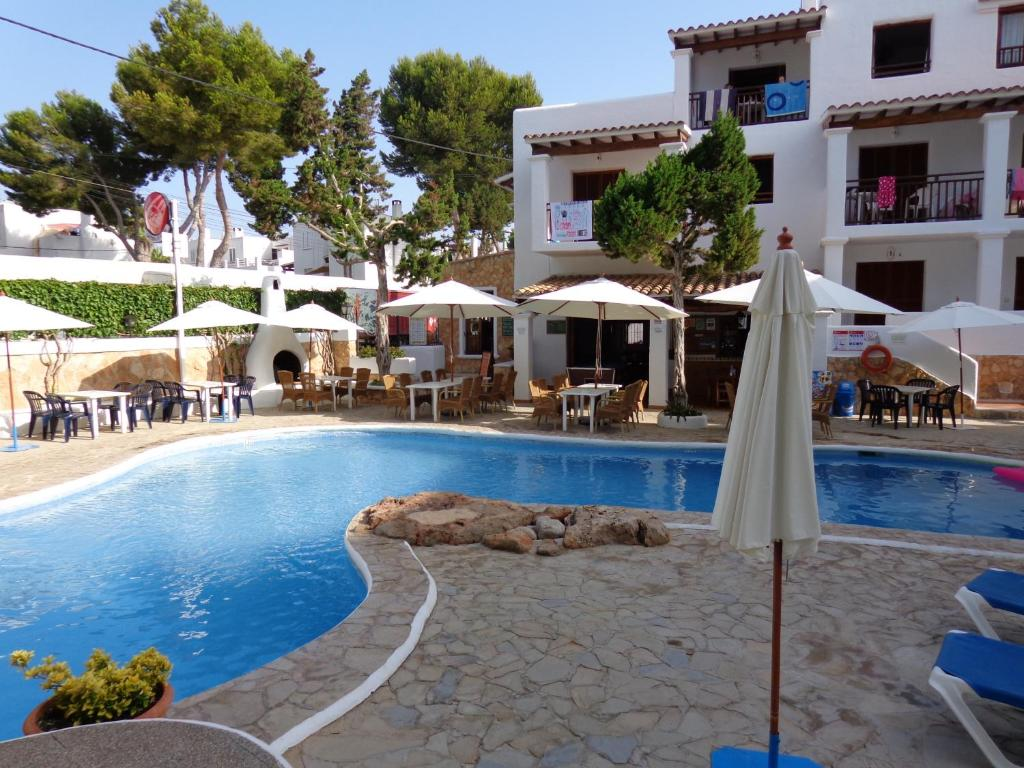 Het zwembad bij of vlak bij Apartamentos Los Pinares Benet