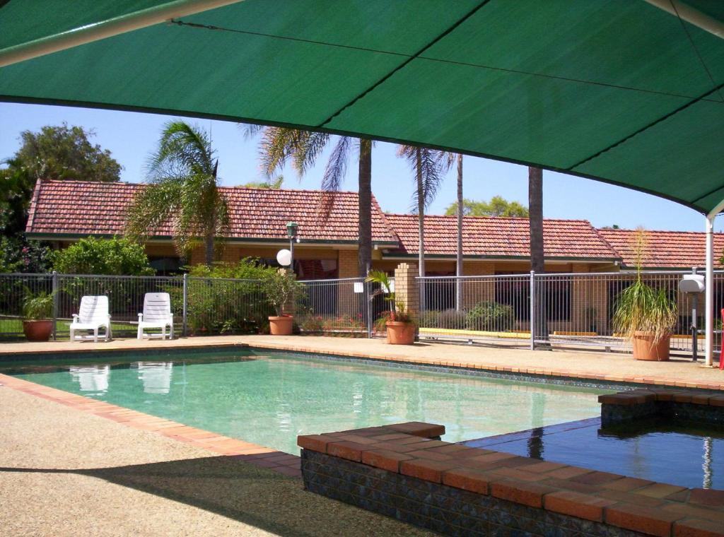 The swimming pool at or near Aspley Carsel Motor Inn