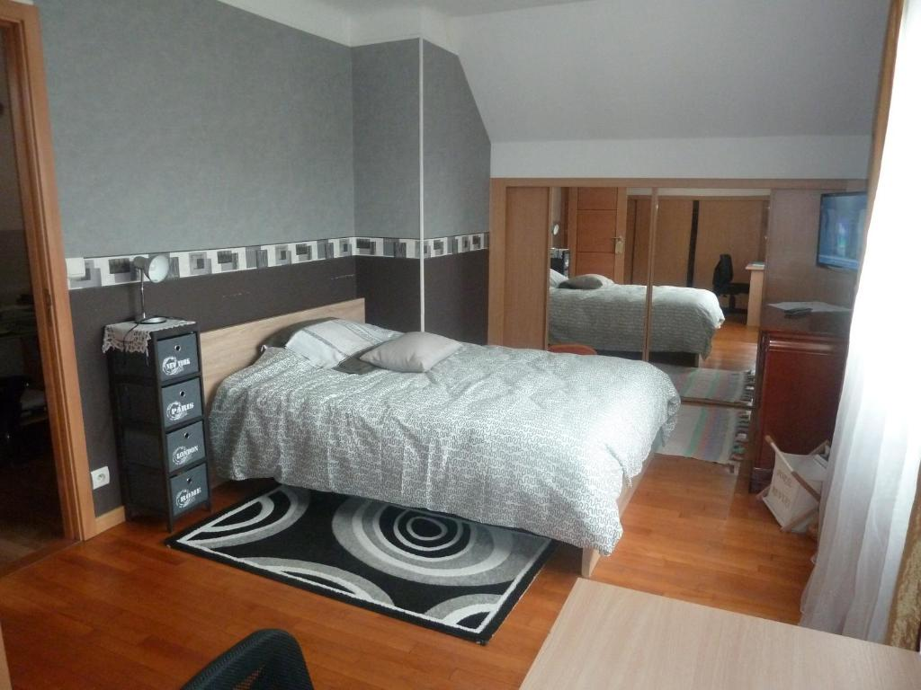 Chambre Blanche Et Bois guesthouse chambre coquette, aulnay-sous-bois, france