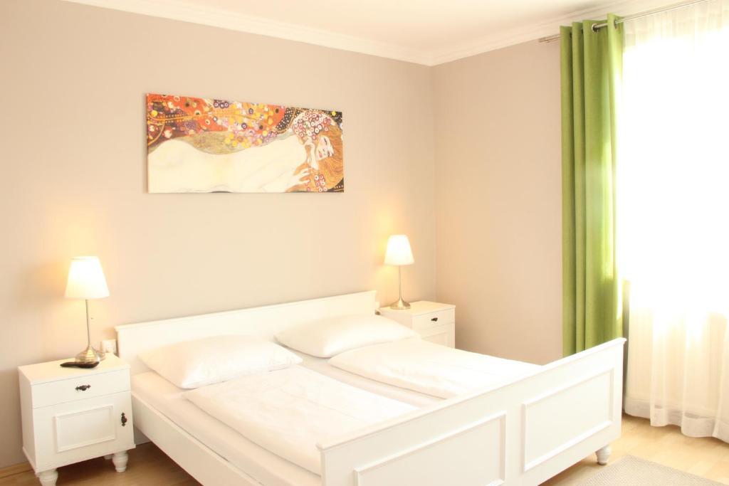 Ein Bett oder Betten in einem Zimmer der Unterkunft Gasthaus Schmid