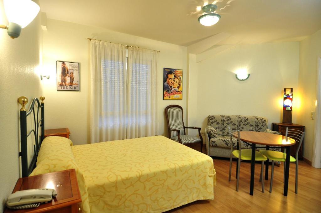 Hotel Apartamentos Aralso Sotillo (España La Lastrilla ...