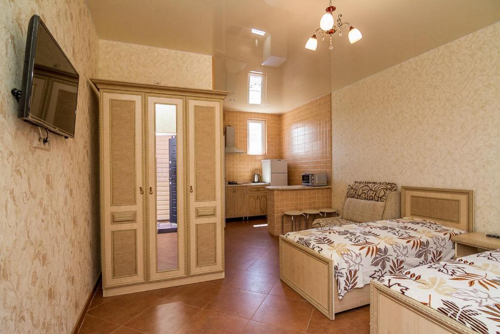 Кровать или кровати в номере Гостевой Дом Август