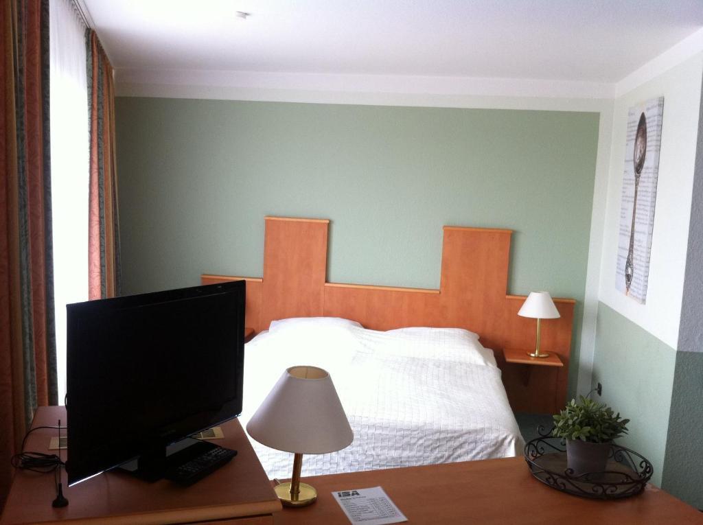 Een bed of bedden in een kamer bij ISA International Sport Arena & Hotel