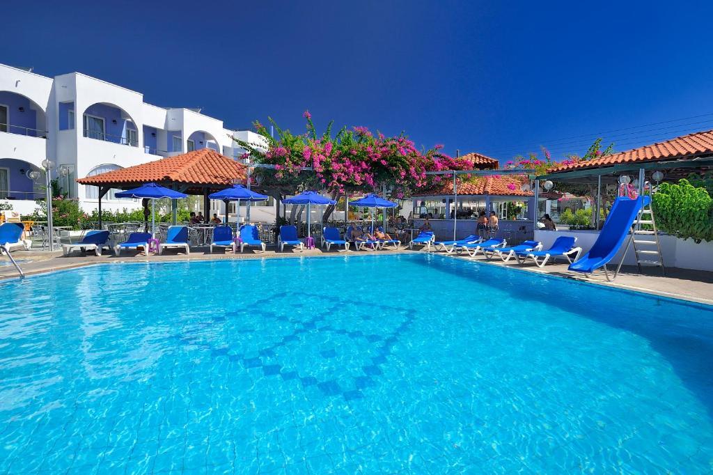 Kolymbia Sun tesisinde veya buraya yakın yüzme havuzu