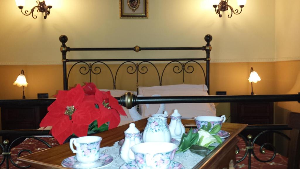 A bed or beds in a room at Hotel Pignatelli Napoli