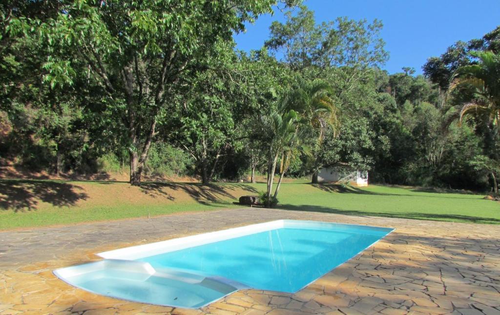 A piscina localizada em Fazenda São Miguel ou nos arredores