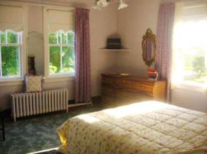 A bed or beds in a room at Gaspereau Valley Bed and Breakfast