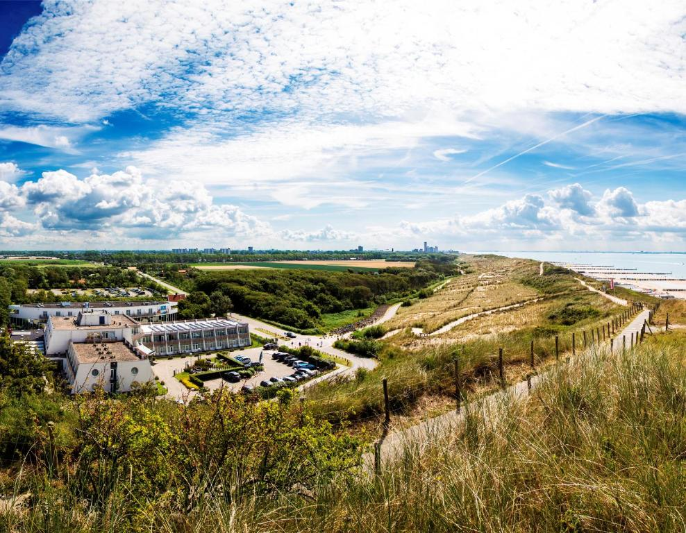 Vue panoramique sur l'établissement Strandhotel Westduin