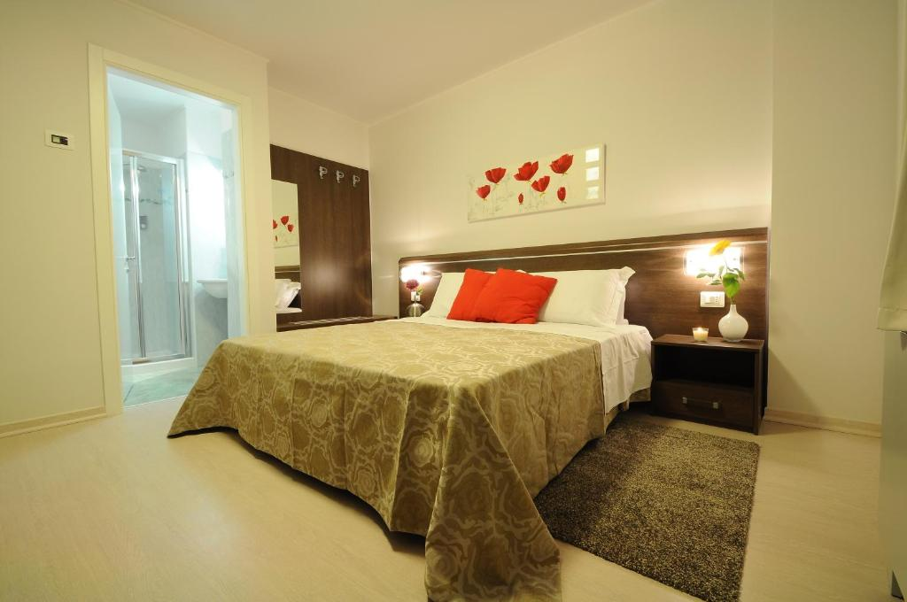 A bed or beds in a room at Albergo Leon Bianco Gonars