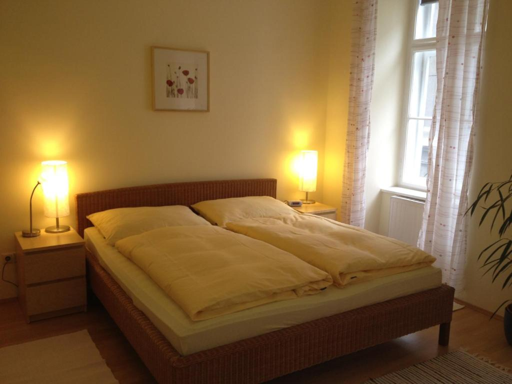 A bed or beds in a room at Stadtnest Apartments
