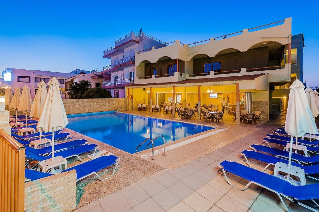 The swimming pool at or near Esmeralda Hotel