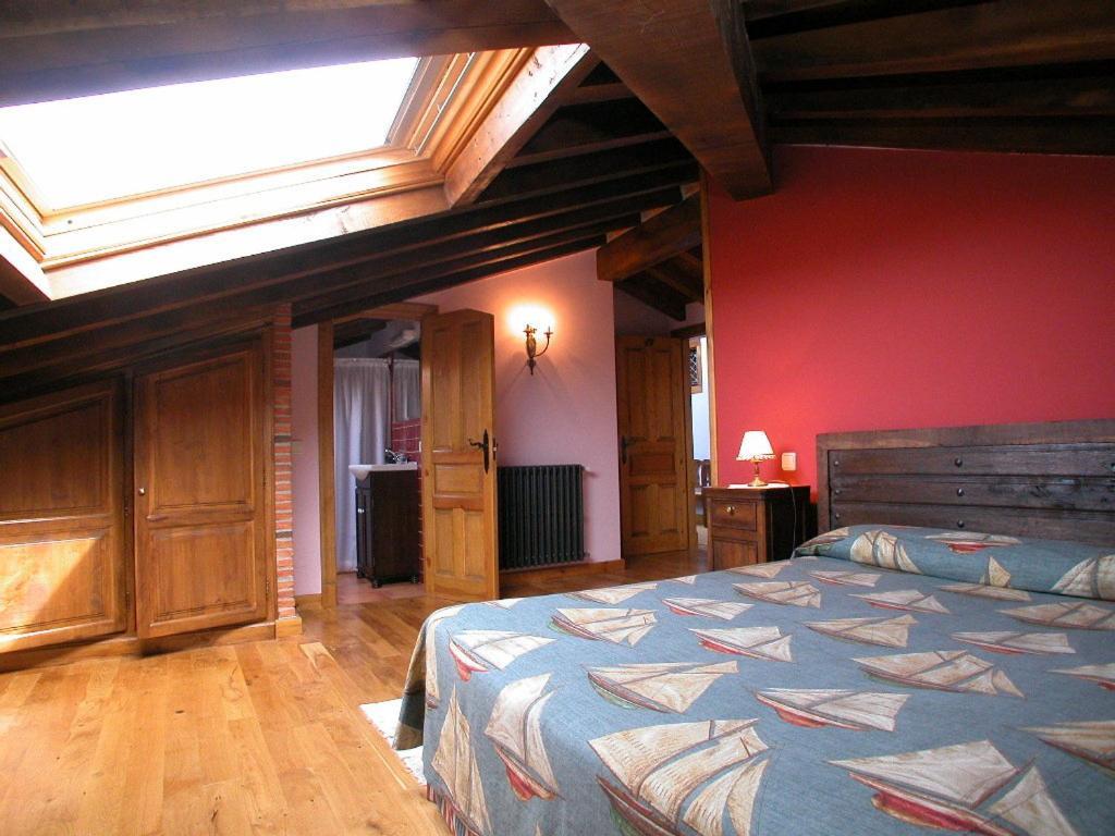 A bed or beds in a room at Posada de Peredo y Villa