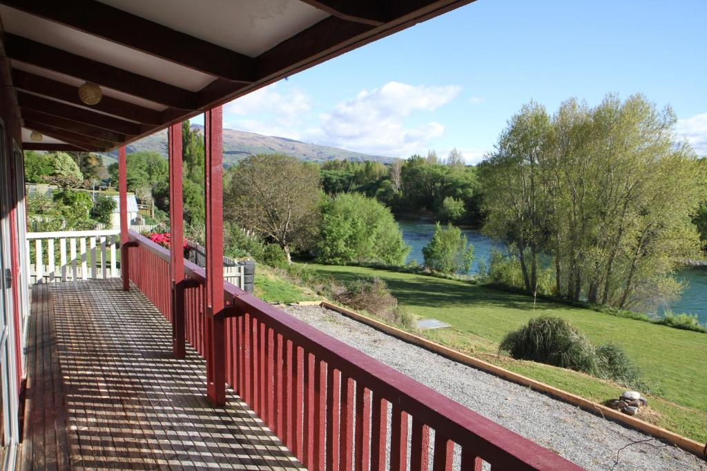 Balkón nebo terasa v ubytování Riverside Retreat Roxburgh