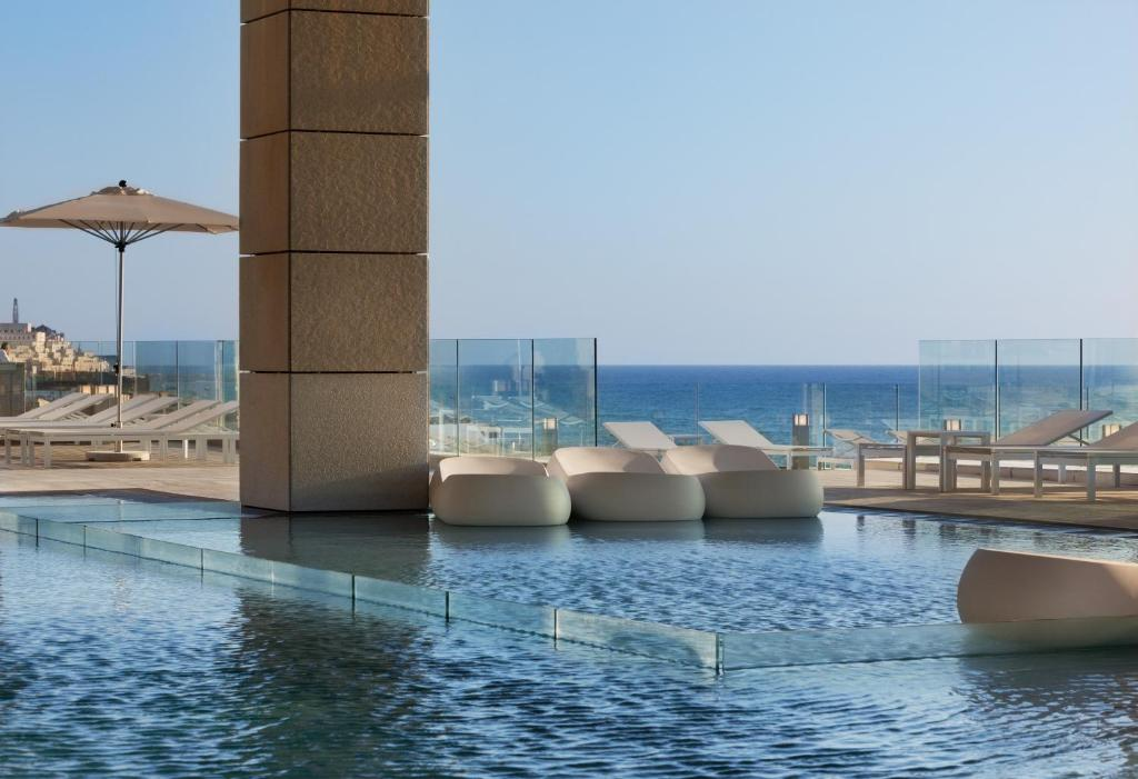 Swimmingpoolen hos eller tæt på Royal Beach Hotel Tel Aviv by Isrotel Exclusive Collection