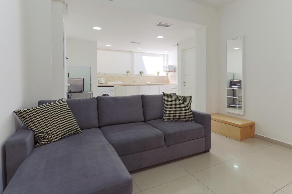 Гостиная зона в Colony Suites- Yehoash St.