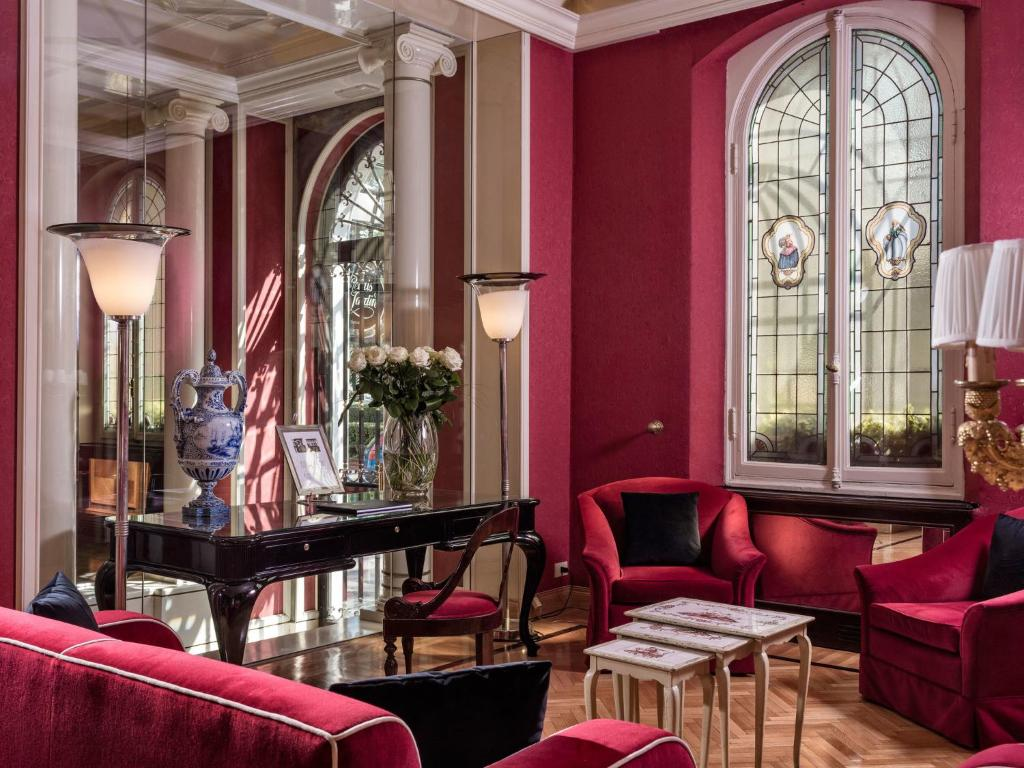The lounge or bar area at Hotel Regency-Small Luxury Hotels of the World