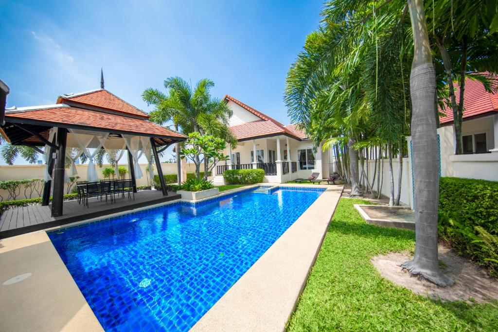 The swimming pool at or near Green Residence Pool Villa Pattaya