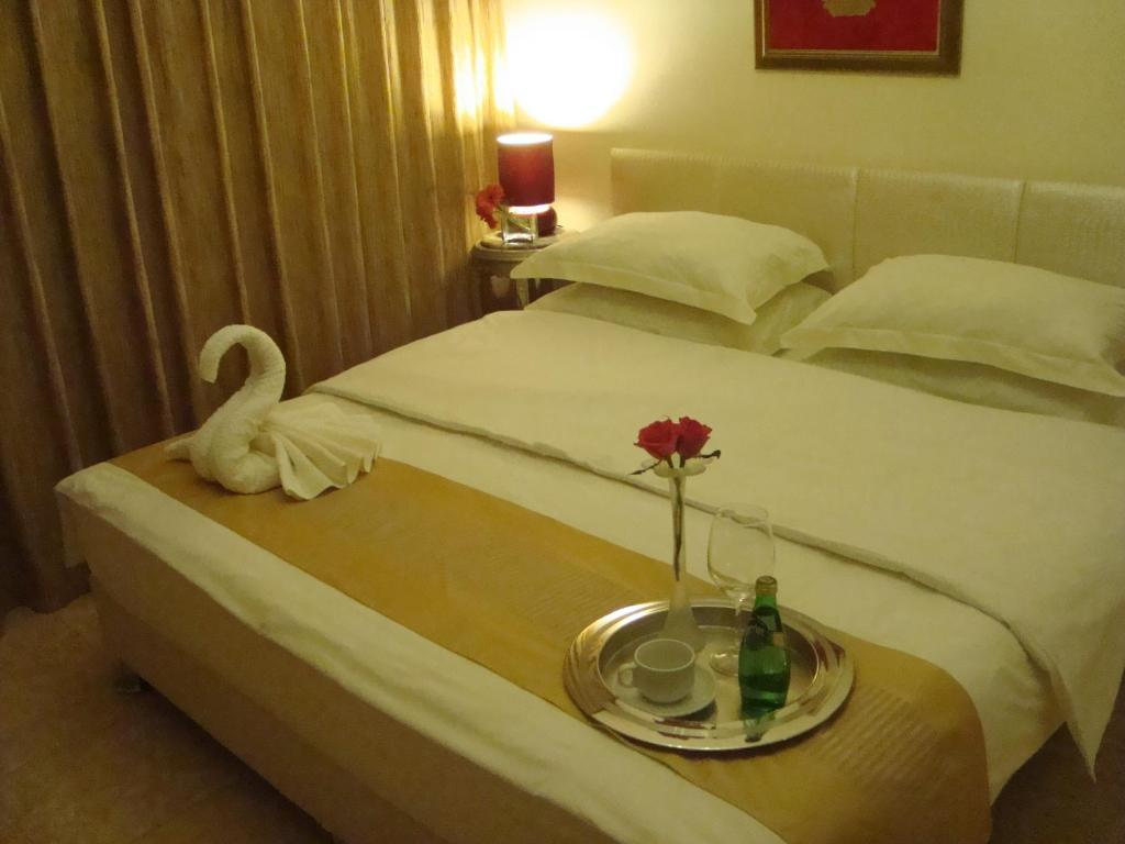 A bed or beds in a room at Rafi Hotel