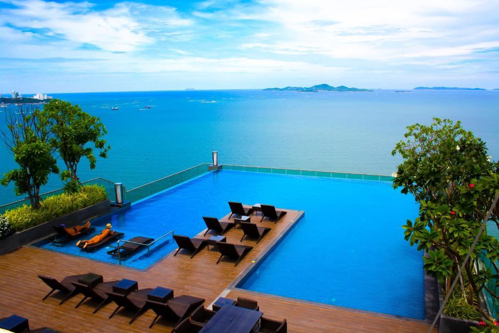 Бассейн в Wong Amat Beach Tower или поблизости