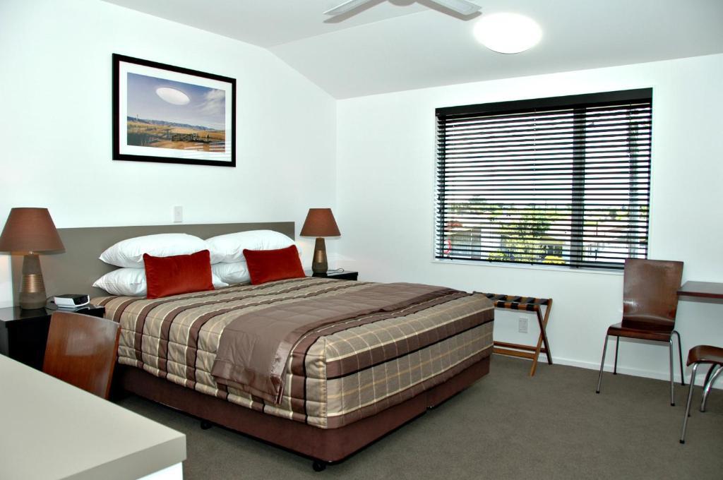 克雷索尼斯霍爾斯韋爾酒店房間的床