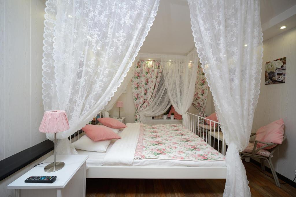 Кровать или кровати в номере Ситикомфорт на Арбатской