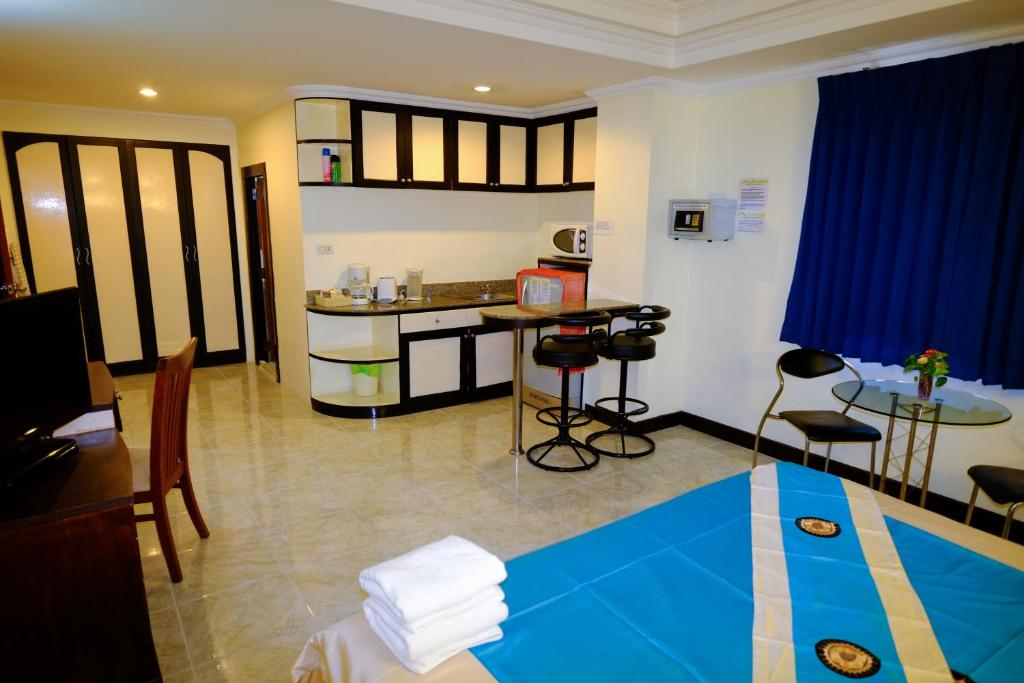 Adonis Guest House