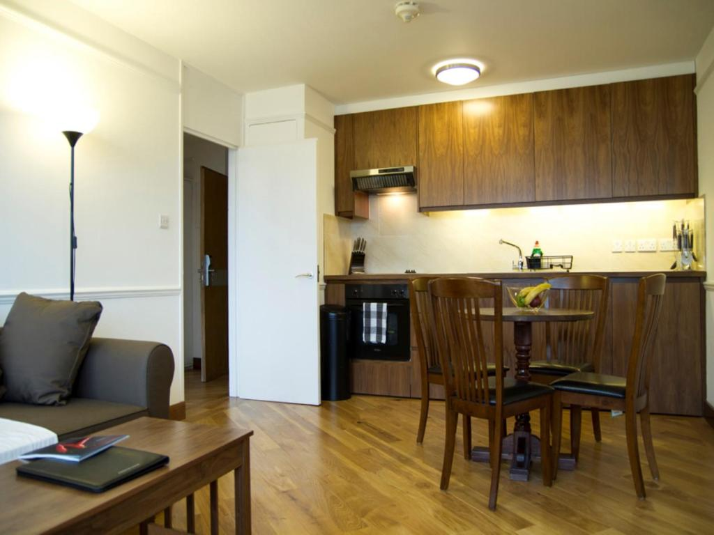 A kitchen or kitchenette at Presidential Marylebone / Mayfair
