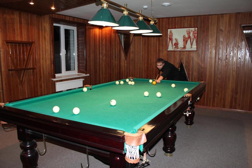 A pool table at Lesnaya Gavan Hotel