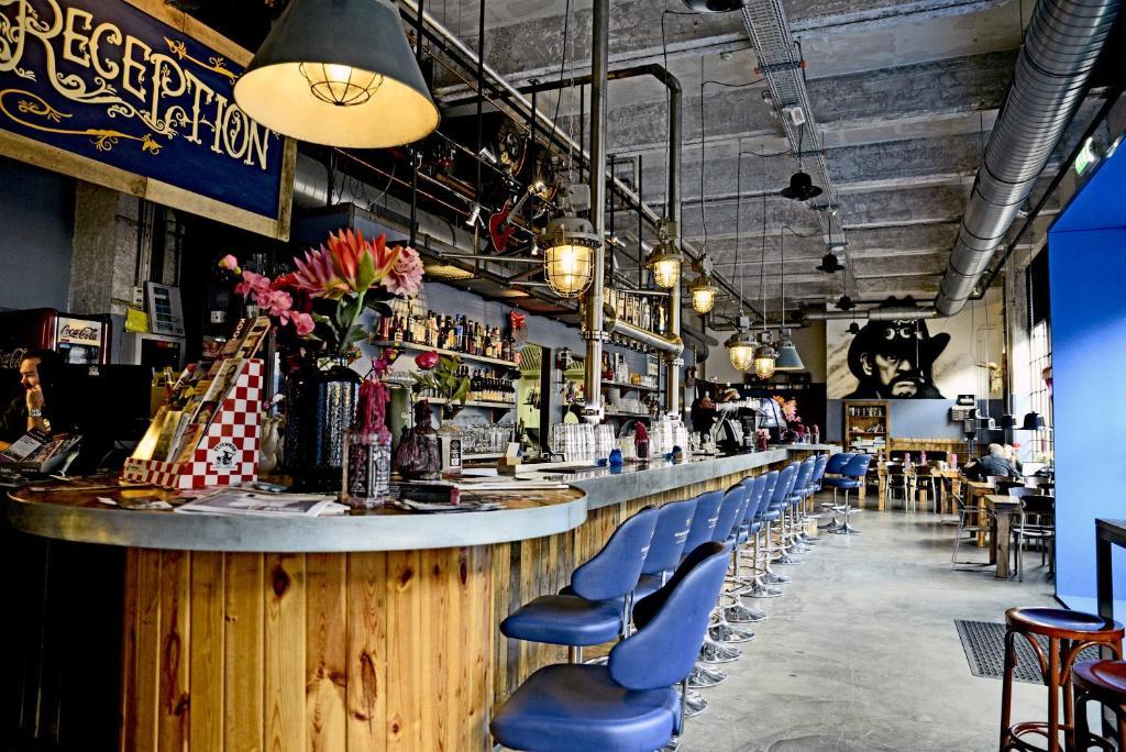 Een restaurant of ander eetgelegenheid bij Blue Collar Hotel
