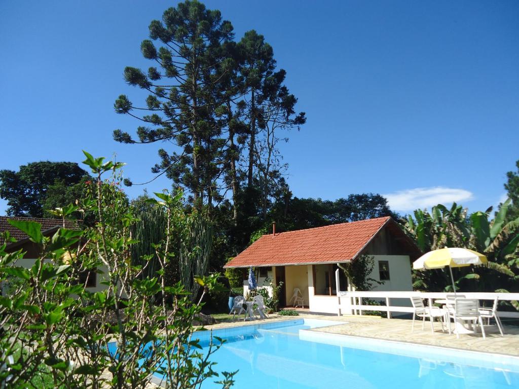 The swimming pool at or near Pousada Cruzeiro do Sul