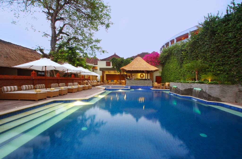 The swimming pool at or close to AlamKulkul Boutique Resort