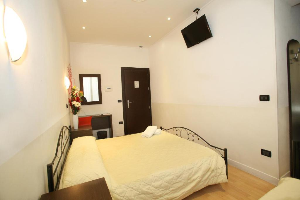A bed or beds in a room at Memole Inn Sanremo