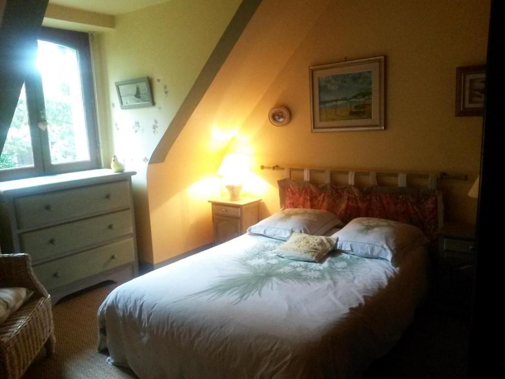 Ein Bett oder Betten in einem Zimmer der Unterkunft Chambres d'Hôtes Les Mimosas